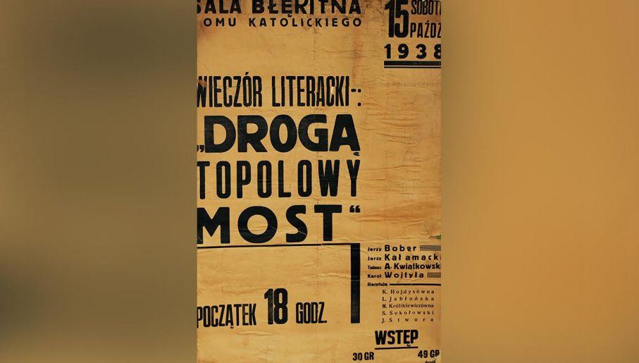"""Afisz wieczoru literackiego """"Drogą topolowy most"""", Kraków 1938. (fot. Zbiory Mt 5,14 Muzeum Jana Pawła II i Prymasa Wyszyńskiego)"""
