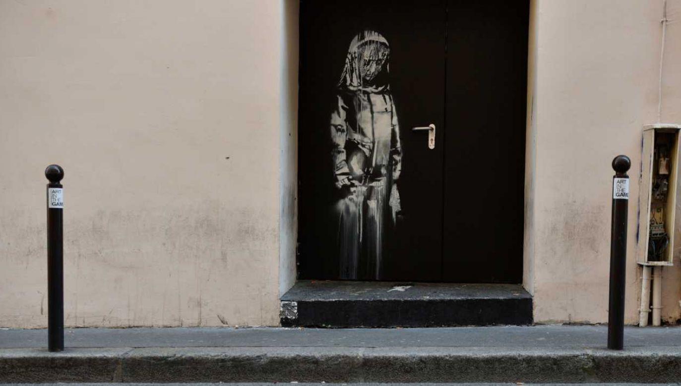 Dzieło powstało w odpowiedzi na zamach terrorystyczny w Paryżu (fot. PAP/EPA/JULIEN DE ROSA)