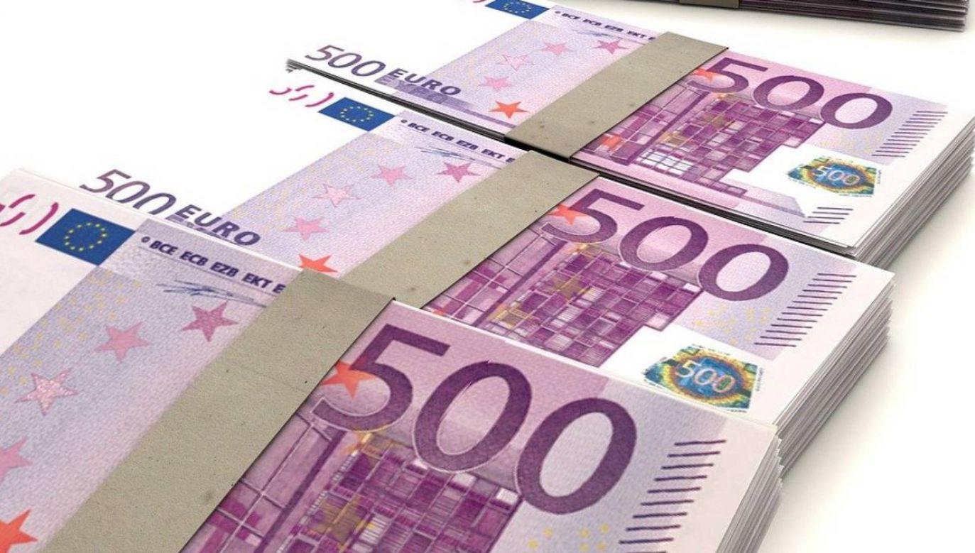 W ciągu pięciu dni firma przelała na fałszywe konto 9,7 mln euro   (fot. Pixabay PublicDomainPictures)