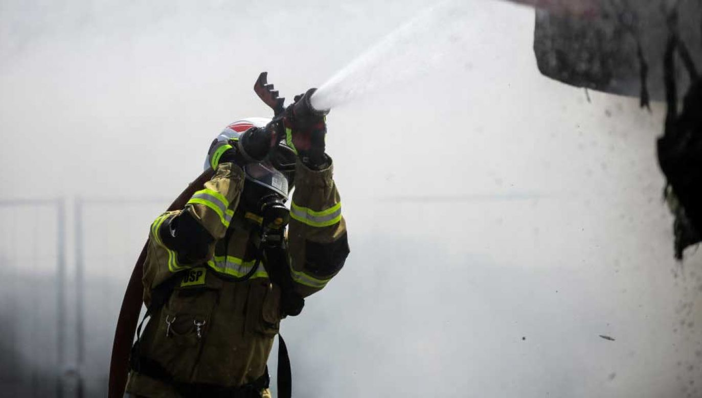 Zmarły strażak miał 56 lat (fot.  Filip Radwanski/SOPA Images/LightRocket via Getty Images)
