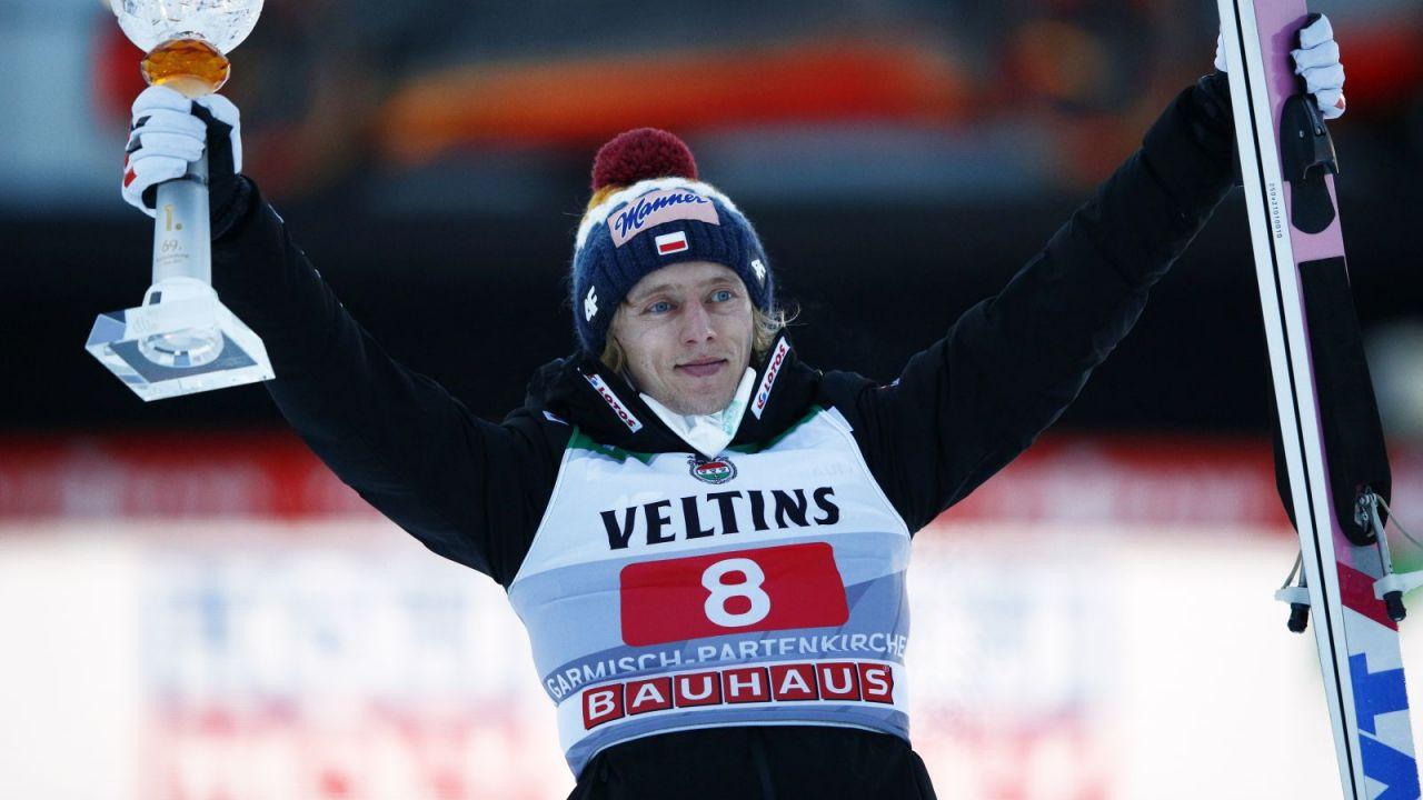 Skoki narciarskie. Klasyfikacja generalna Pucharu Świata 2020/21 (po 9 z 28 konkursów). Dawid Kubacki na trzecim miejscu (sport.tvp.pl)