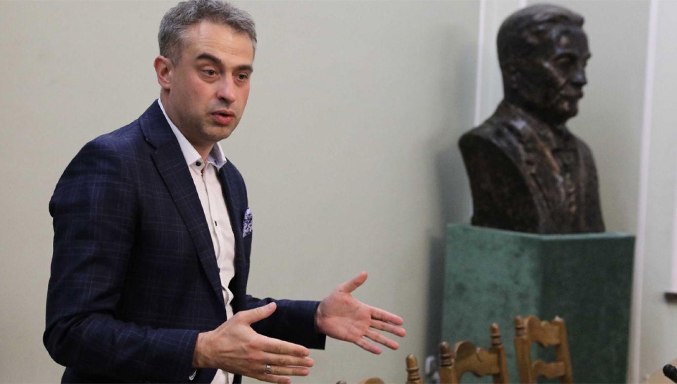 Zdaniem szefa klubu Lewicy Krzysztofa Gawkowskiego projekt wymaga poprawek (fot. PAP/Tomasz Gzell)