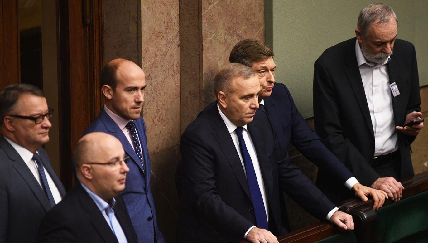 Kryzys przywódczy w największej partii opozycyjnej (fot. Forum/Adam Chelstowski)