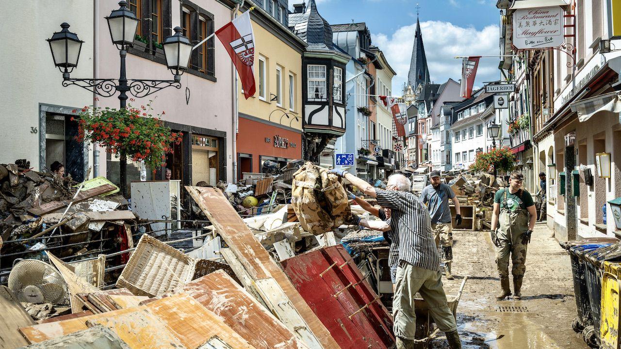 Obfite opady deszczu wyrządziły w Niemczech wielkie szkód (fot. Thomas Lohnes/Getty Images)