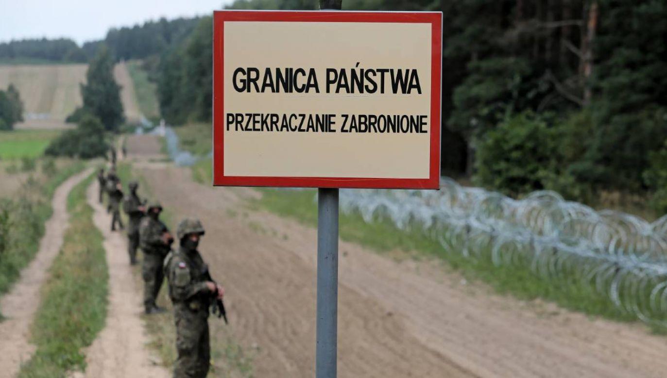 Stan wyjątkowy obowiązuje od 2 września w pasie o szerokości 3 km przy granicy z Białorusią( fot. PAP/Artur Reszko)