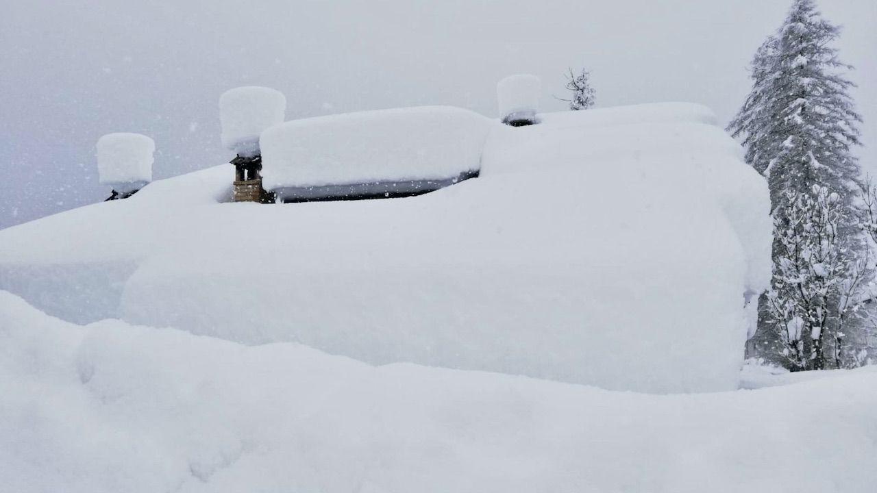 W Tatrach obowiązuje drugi, umiarkowany stopień zagrożenia lawinowego (fot. PAP/EPA, zdjęcie ilustracyjne)