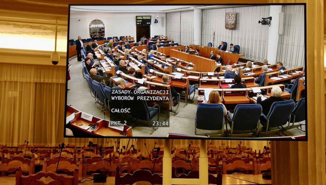Im więcej opozycja mówi o autorytaryzmie władzy, tym bardziej Polską trzęsie rządzony przez opozycję senat (fot. PAP/Mateusz Marek)