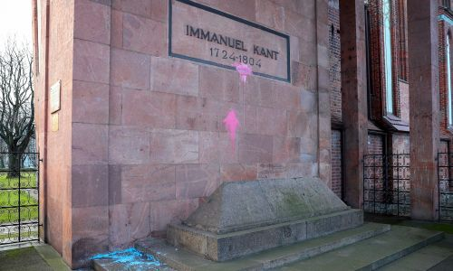 Grób Immanuela Kanta przy katedrze. Fot.  Vitaly Nevar\TASS via Getty Images