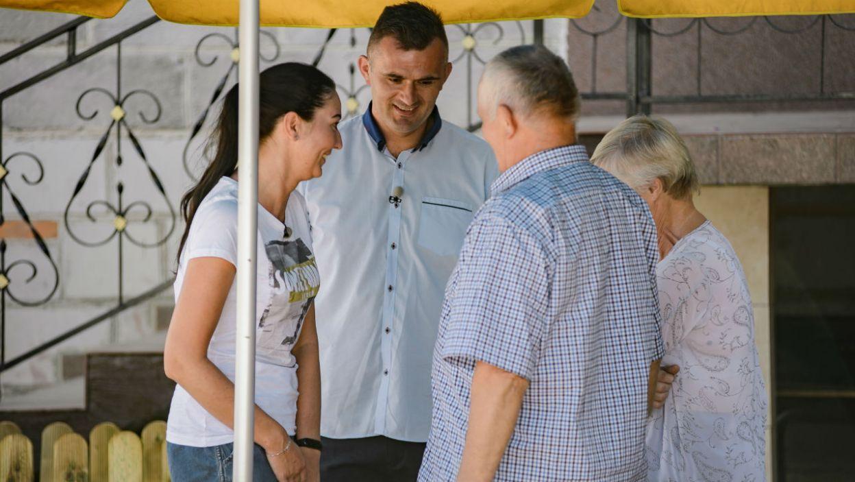 Rodzice rolnika kibicują mu i z radością przyjęli informację o decyzji syna (fot. P. Matey/TVP)