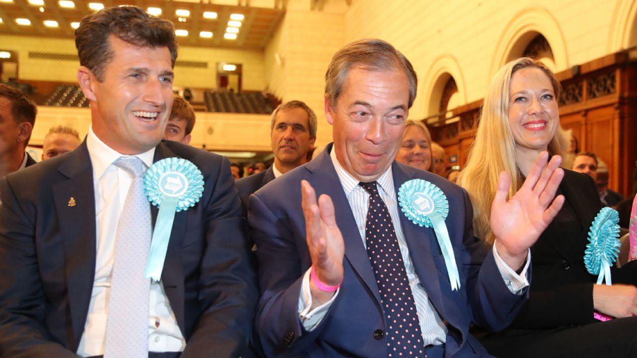 Istniejąca od kilku miesięcy partia Brexit Nigela Farage'a (C) odniosła spory sukces w wyborach do Parlamentu Europejskiego (fot. Andrew Matthews/PA Images via Getty Images)
