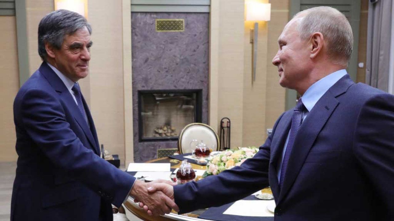 Władimir Putin i Francois Fillon (fot. Mikhail Klimentyev\TASS via Getty Images)