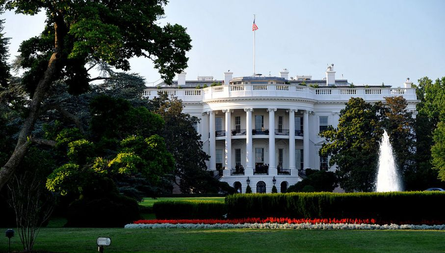 Białyb Dom od strony południowej (fot. Wikimedia Commons/Cezary p)