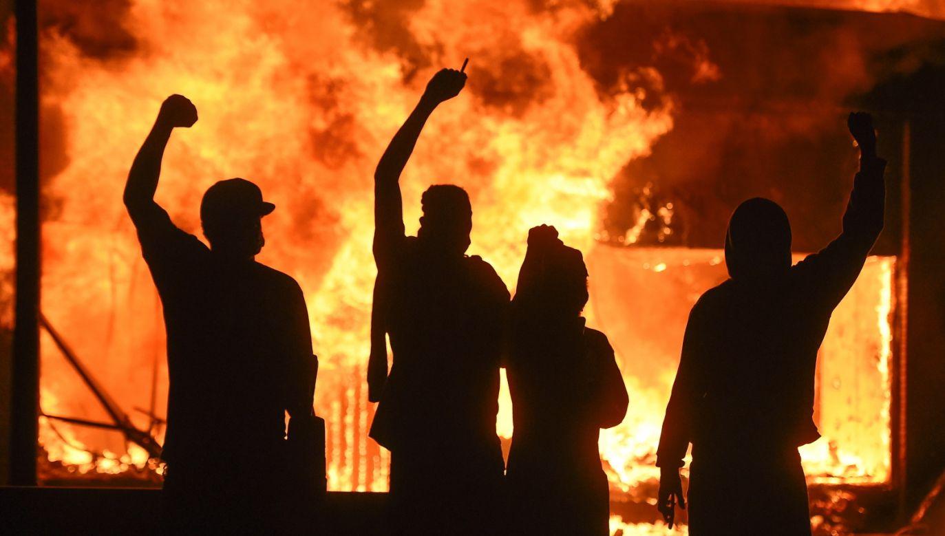 Władze Minneapolis szykują się już na piątą noc zamieszek (fot.PAP/EPA)