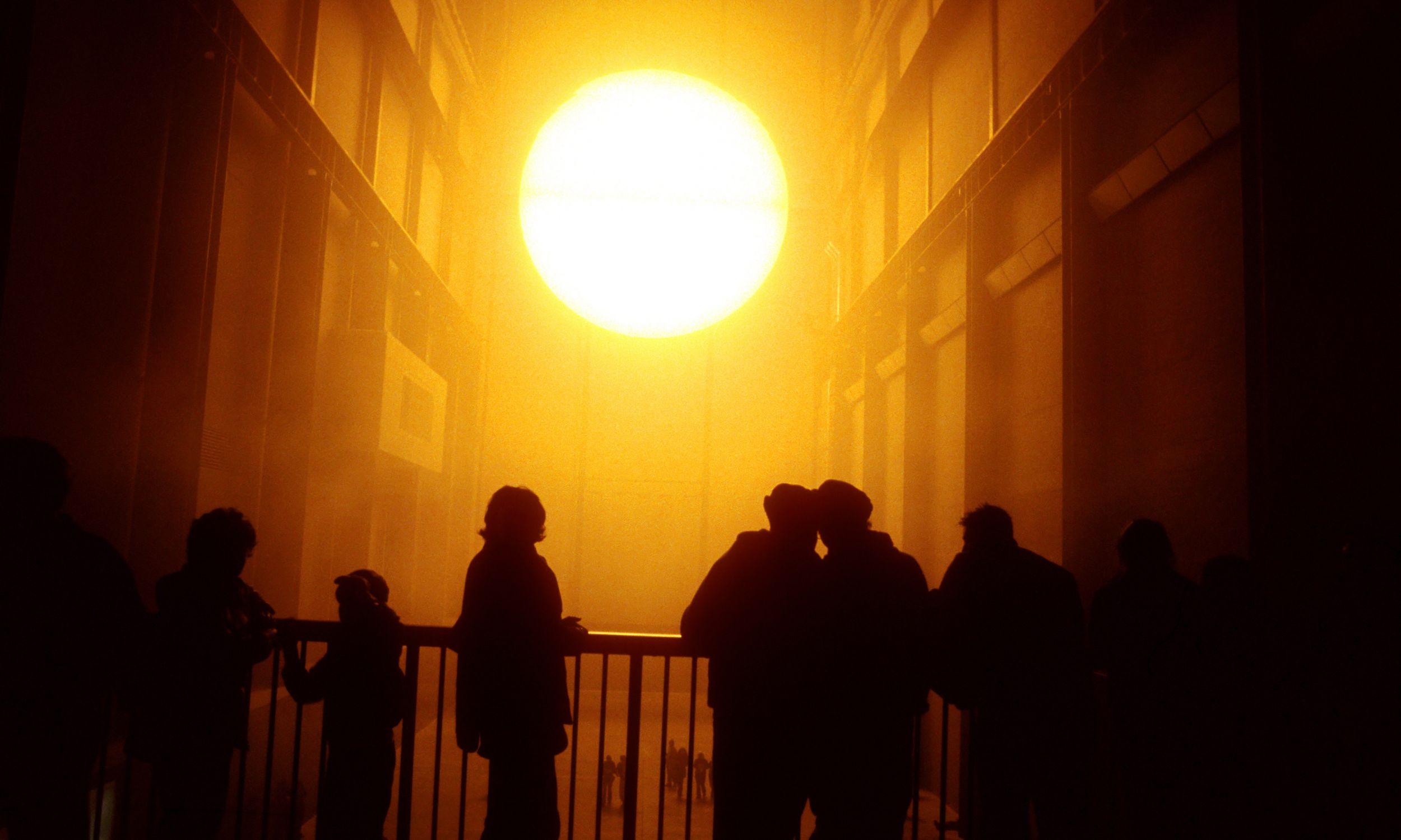 Największą sławę przyniosło Eliassonowi… słońce. W 2003 roku instalacja w Turbine Hall w londyńskiej Tate Modern była objawieniem. Fot. Photofusion/Universal Images Group via Getty Images