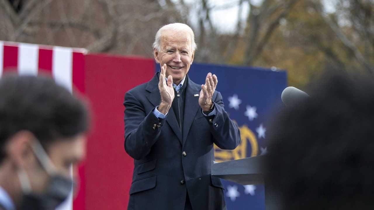 Joe Biden otrzymał 306 głosów elektorskich (fot. PAP/EPA/ALYSSA POINTER / ATLANTA JOURNAL CONSTITUTION)