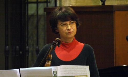 Orkiestra Symfoniczna to miejsce, które pozwala mi przeżyć i przy okazji mogę się tu realizować. Ale że muzyka jest ważną częścią mojego życia, to próbuję swych sił również na innych forach: grałam w miejscowej Orkiestrze Kameralnej, miałam trio smyczkowe, uczyłam też w szkole muzycznej – mówi Barbara Walus. Fot. archiwum prywatne BW