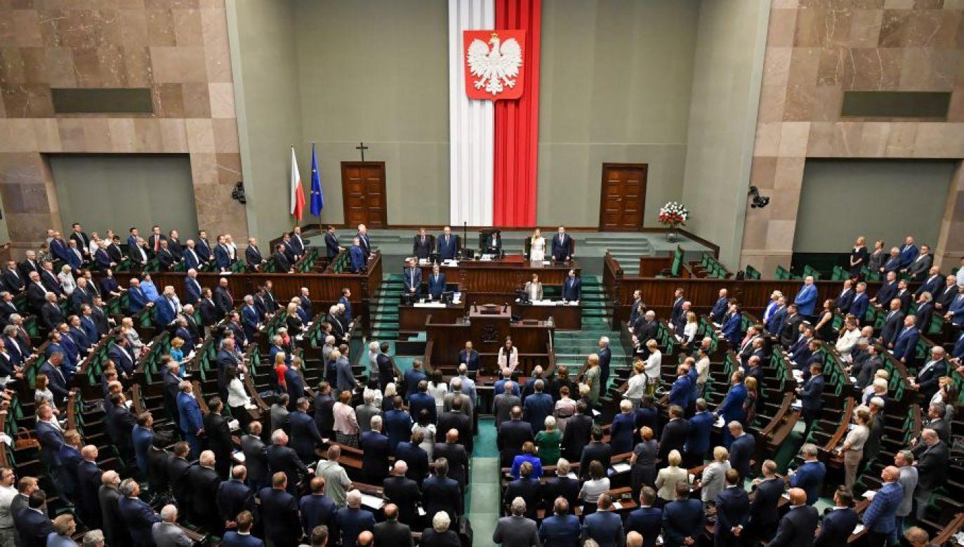 Nowy sondaż przewiduje 240 mandatów do Sejmu dla kandydatów Prawa i Sprawiedliwości (fot. PAP/Piotr Nowak)