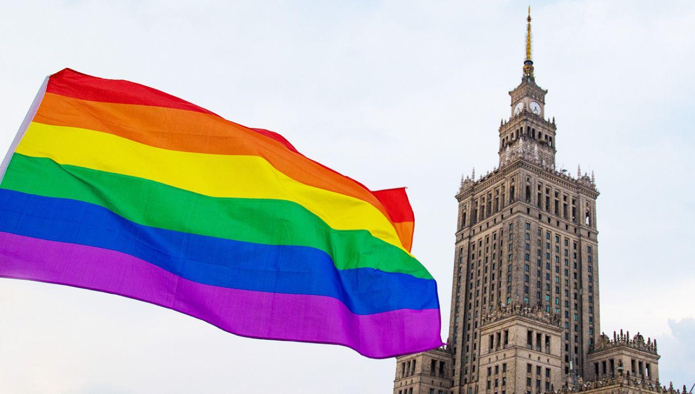 Już wcześniej pojawiały się informacje, że stołeczny ratusz wspiera organizacje LGBT. Okazuje się, że to nie wszystko (fot. Shutterstock/ MOZCO Mateusz Szymanski)
