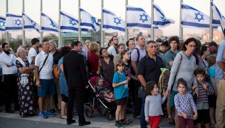 Tysiące Izraelczyków żegna byłego prezydenta (fot.PAP/EPA/ABIR SULTAN)
