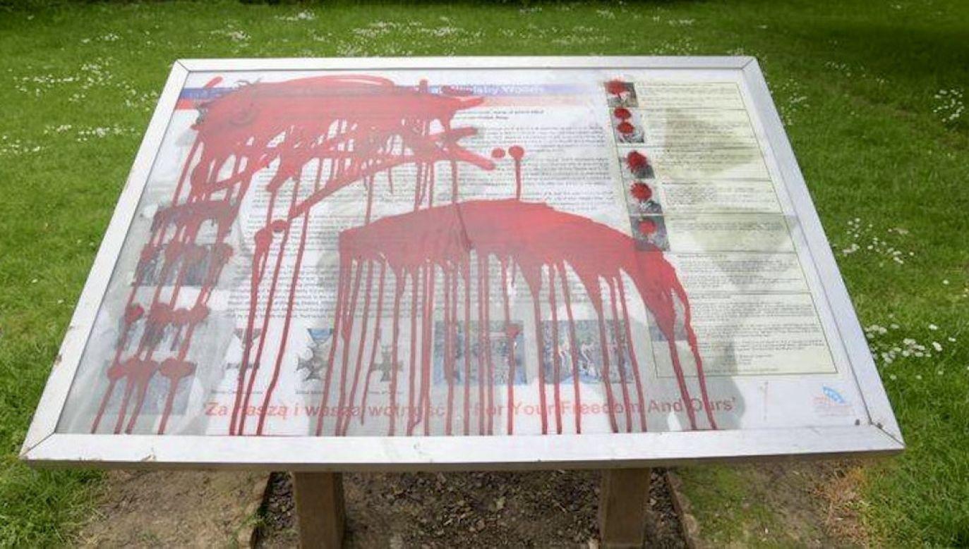Zniszczono tablicę upamiętniającą polskich żołnierzy (fot. tt/Humberside Police - North East Lincolnshire)
