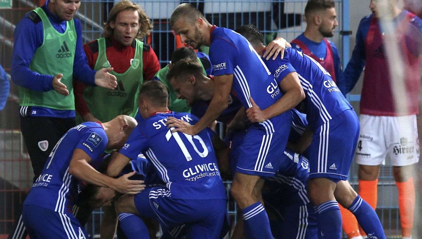Piłkarze Piasta Gliwice cieszą się z gola podczas meczu 2. rundy eliminacyjnej Ligi Europy z austriackim TSV Hartberg (fot. PAP/Andrzej Grygiel)