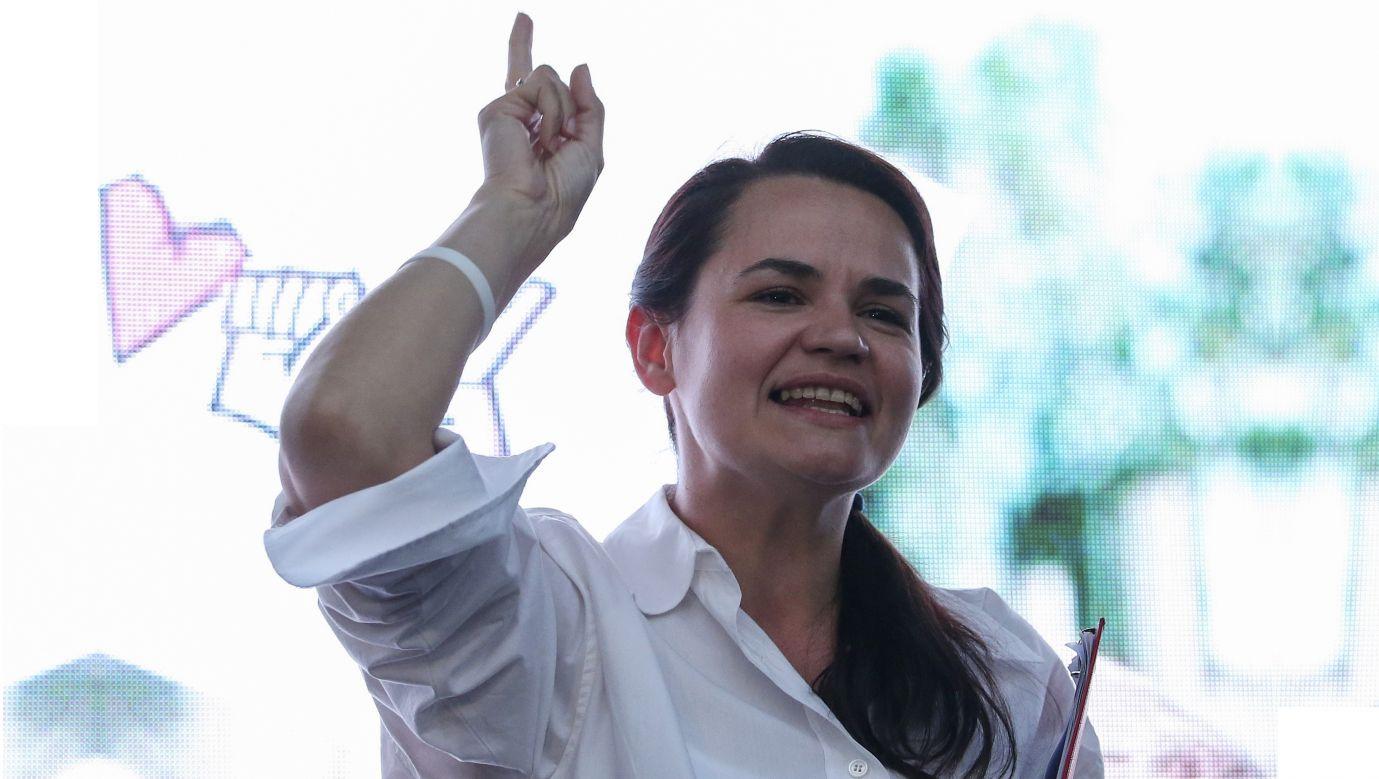 Swiatłana Cichanouskaja podczas wiecu wyborczego 25 lipca 2020. Fot. Natalia Fedosenko\TASS via Getty Images
