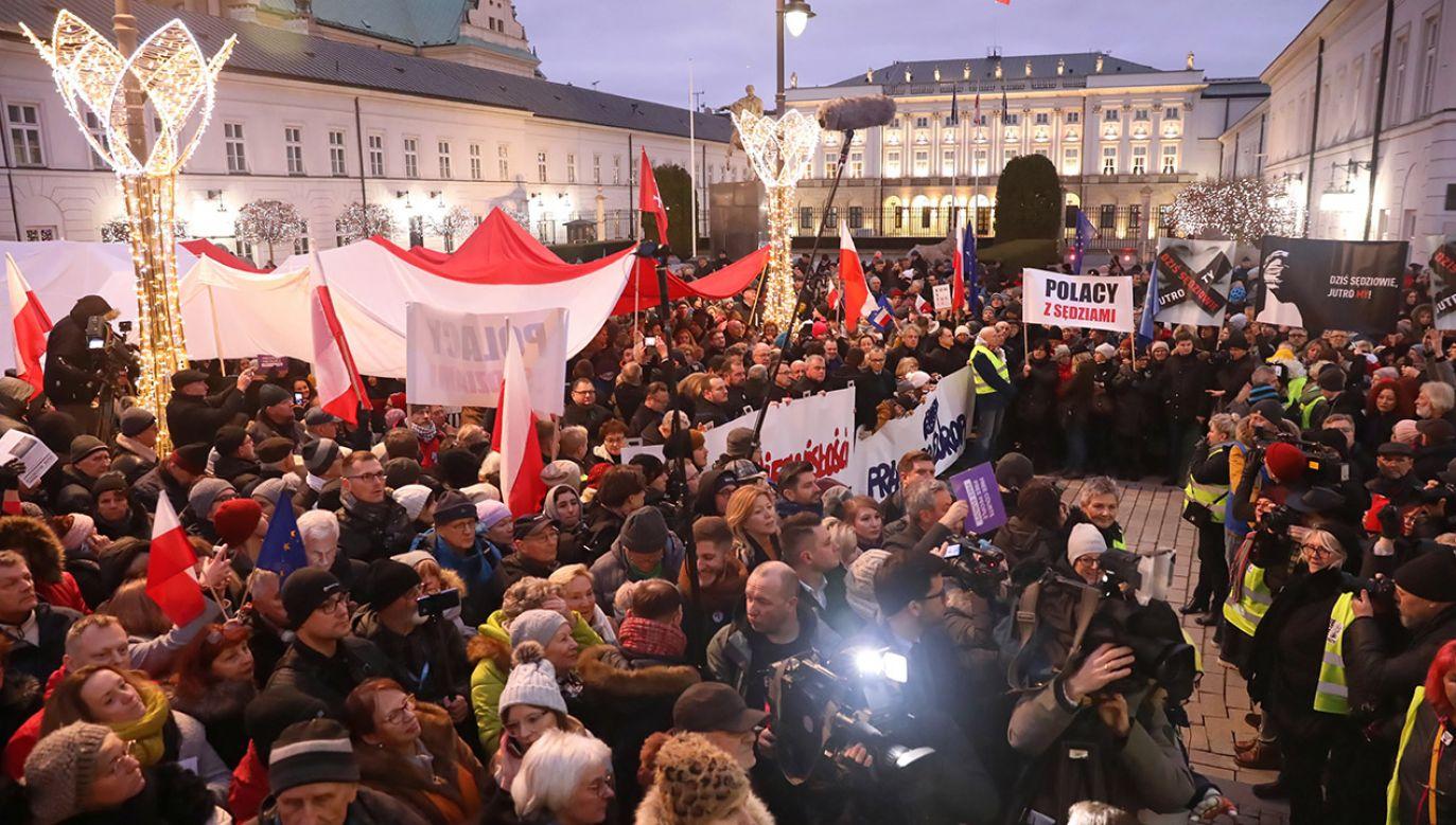 """""""Szalenie ryzykowne zachowanie, bo to szkodzi wymiarowi sprawiedliwości, ale szkodzi też funkcjonowaniu demokracji w Polsce"""" (fot. PAP/Tomasz Gzell)"""