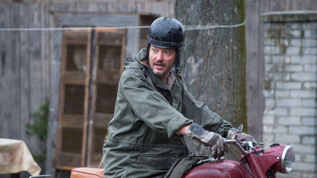 Pewnego dnia w gospodarstwie pojawia się Christoph; w tej roli wystąpił Wojciech Brzeziński (fot. Jan Bogacz/TVP)