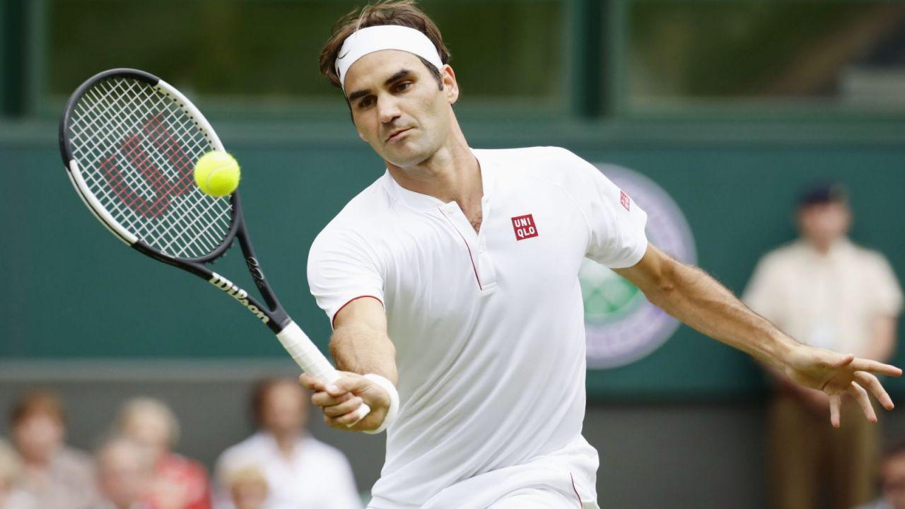 Roger Federer zagrał mecz na dachu
