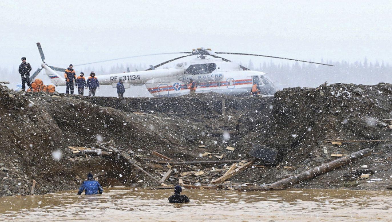 Tragedia w kopalni w Kraju Krasnojarskim (fot.PAP/EPA/RUSSIAN EMERGENCIES MINISTRY HANDOUT HANDOUT)