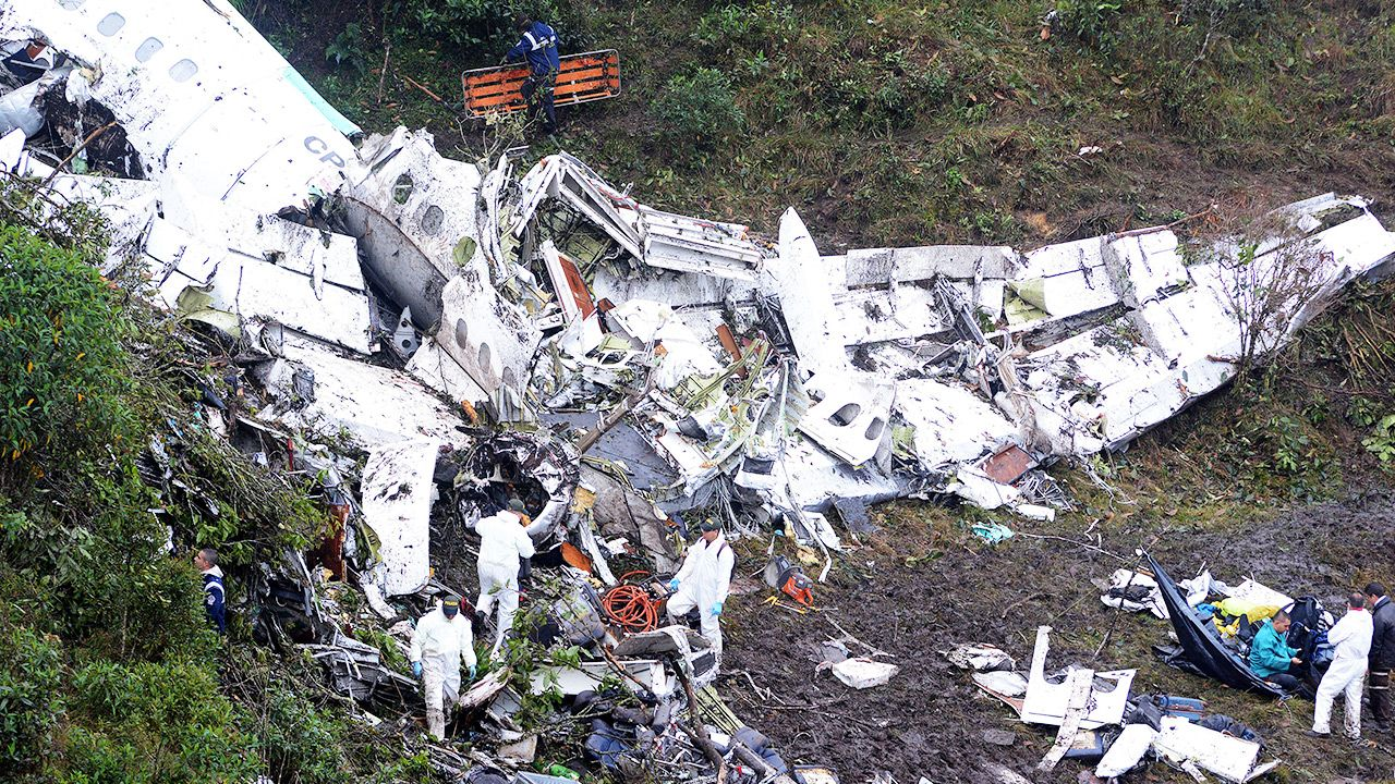 Samolot z piłkarzami Chapecoense rozbił sięw 2016 roku (fot. Leon Monsalve/LatinContent via Getty Images)