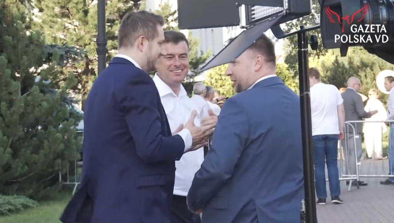 Dziennikarz Onetu i sekretarz generalny PO (fot. YouTube/Gazeta Polska VD)