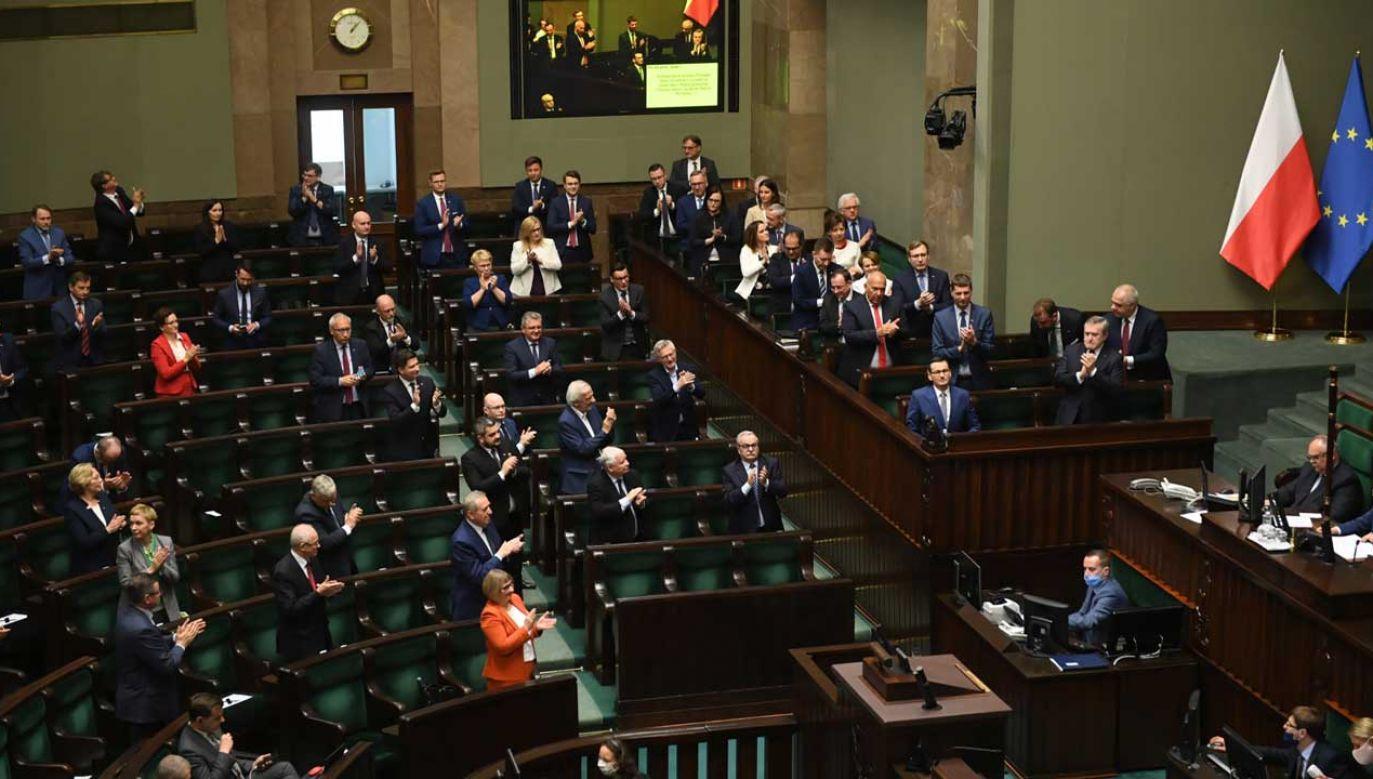 4 czerwca to symboliczna data – 28 lat temu upadł rząd premiera Jana Olszewskiego (fot. PAP/Radek Pietruszka)