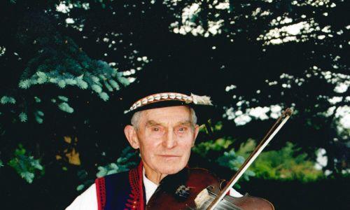 Franciszek Kurzeja z Kiczni. Rok 1999. Fot. M. Bieszczad, ze zbiorów Małopolskiego Centrum Kultury SOKÓŁ w Nowym Sączu