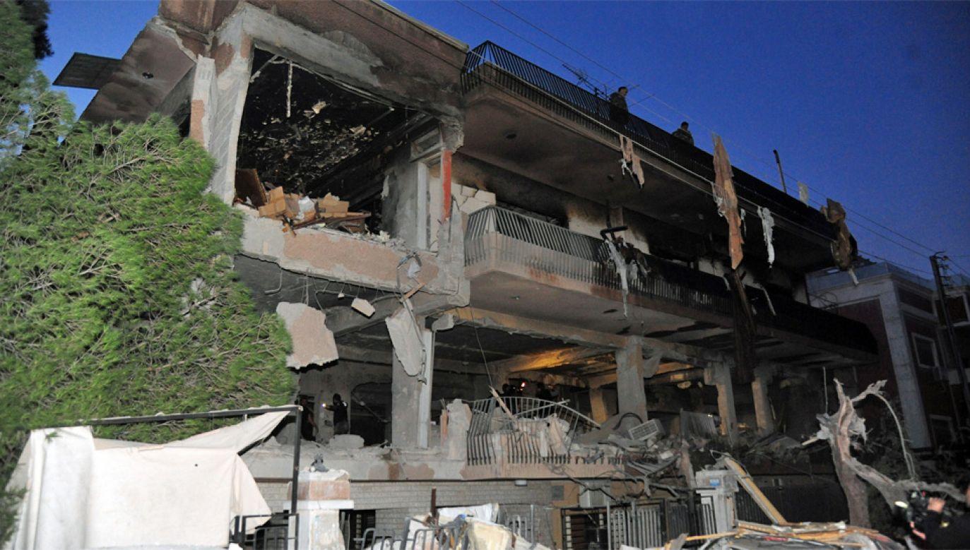 Według komunikatu agencji SANA, podczas nalotu trzy osoby zostały ranne (fot. PAP/EPA/SANA HANDOUT)