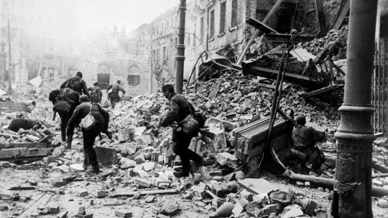 Straty Warszawy w wyniku niemieckich zniszczeń wyliczono na 45 mld dolarów (fot. Schremmer/Galerie Bilderwelt/Getty Images)