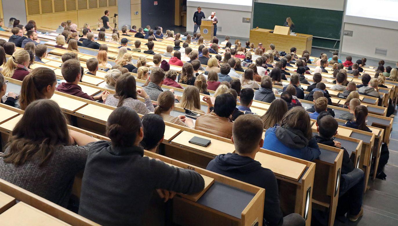 """Przedstawiciele Uniwersytetu w Rostocku, pytani przez """"Bild"""", bronią badań (fot. arch.PAP/DPA)"""