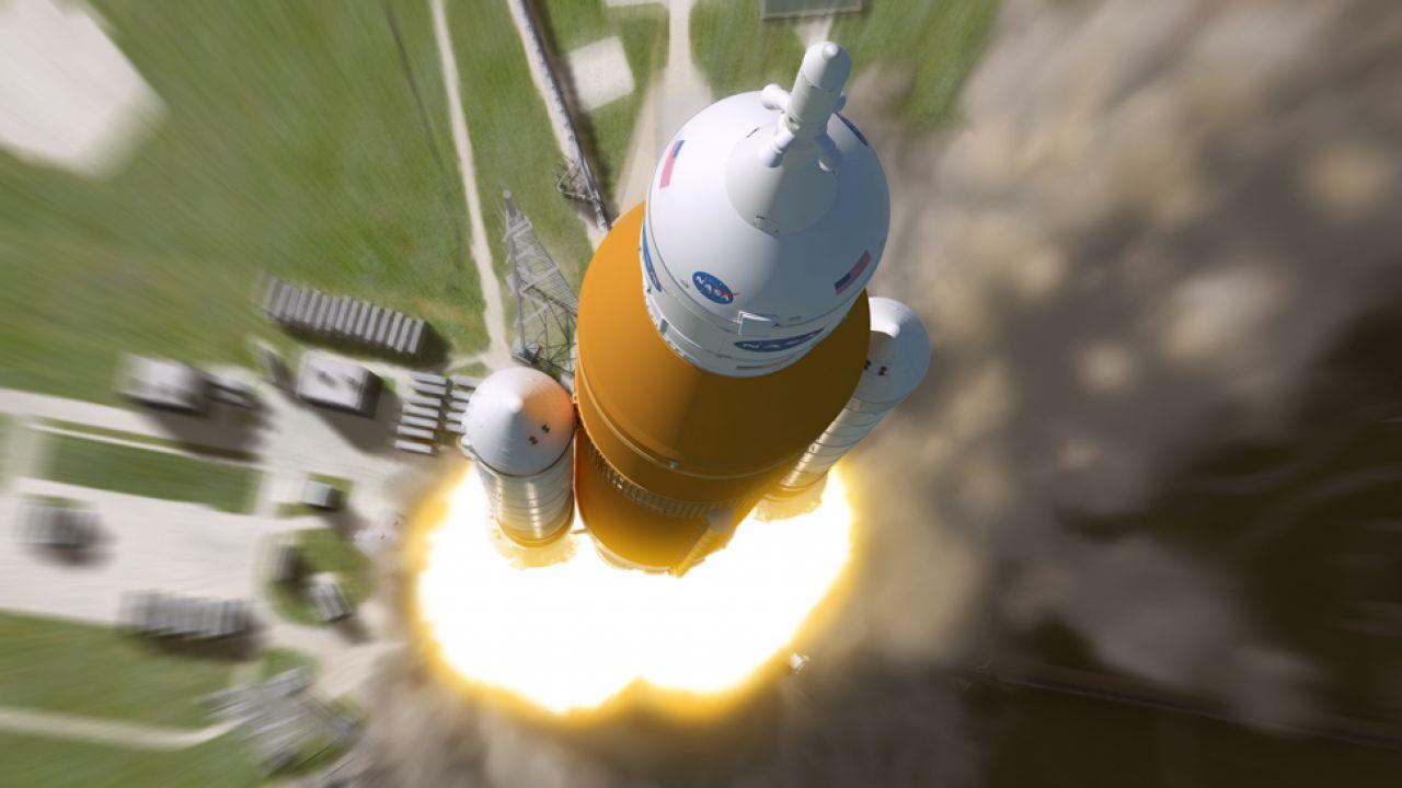 Rakieta SLS ma wynieść statek kosmiczny Orion w załogową misję na Marsa  (fot. NASA/MSFC)