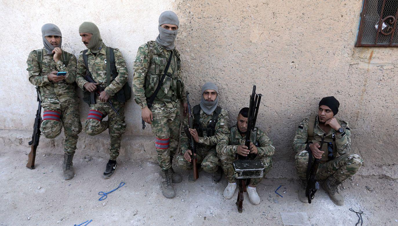 """W planowanej """"strefie bezpieczeństwa"""" na północnym wschodzie Syrii Turcja zamierza utworzyć 12 posterunków obserwacyjnych (fot. REUTERS/Khalil Ashawi)"""