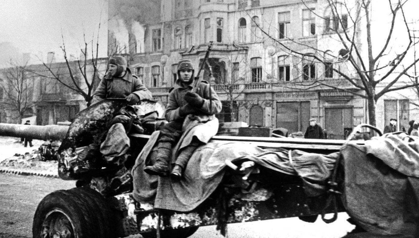 """""""Wyzwolenie"""" Polski oznaczało de facto zamianę zaboru niemieckiego na rosyjski (fot. TASS via Getty Images)"""