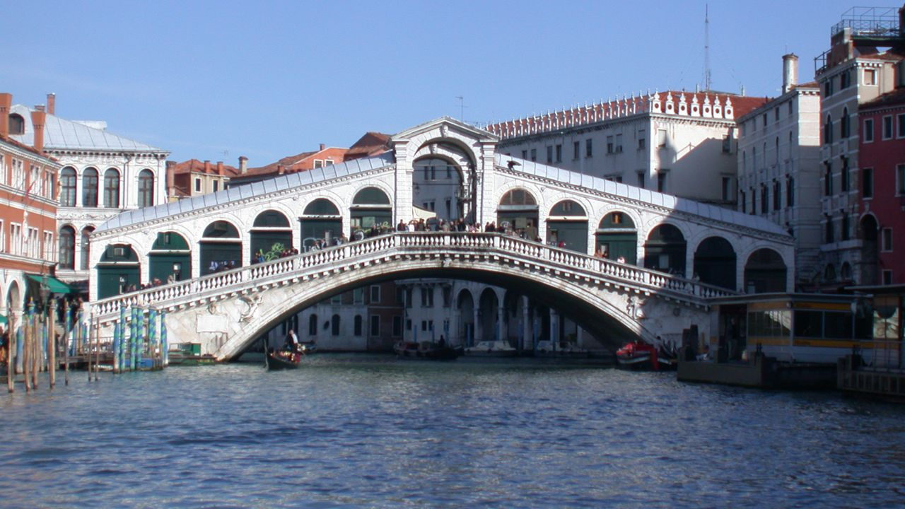 Most Rialto w Wenecji (fot. Wikimedia Commons/Gvf)