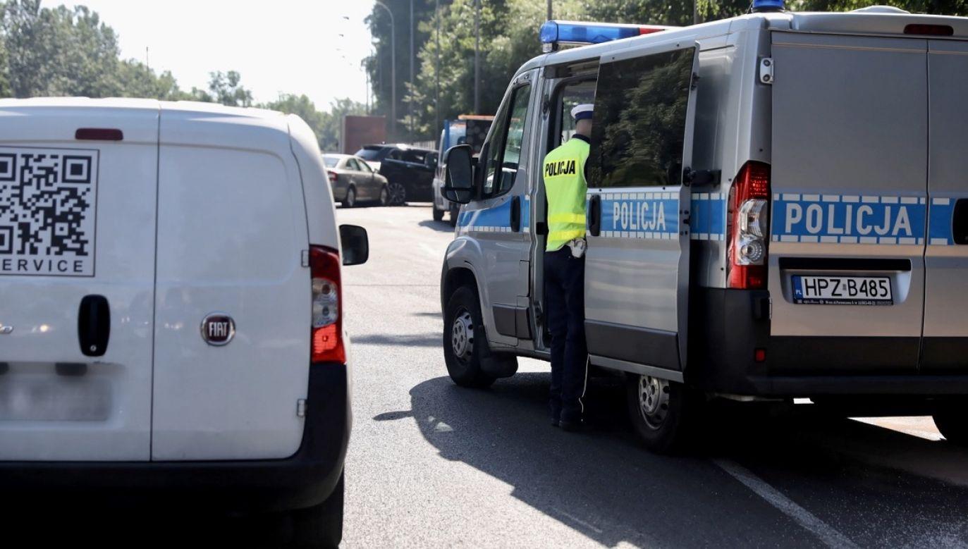 Policja wyjaśnia okoliczności wypadku (fot. PAP/Tomasz Gzell, zdjęcie ilustracyjne)