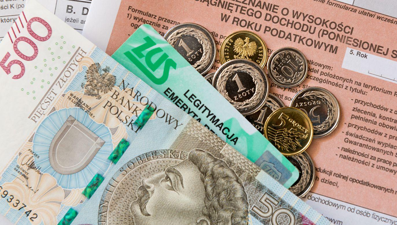 Jak składać wnioski o odroczenie płatności składek na ubezpieczenia społeczne? (fot. Shutterstock/Maciej Matlak)