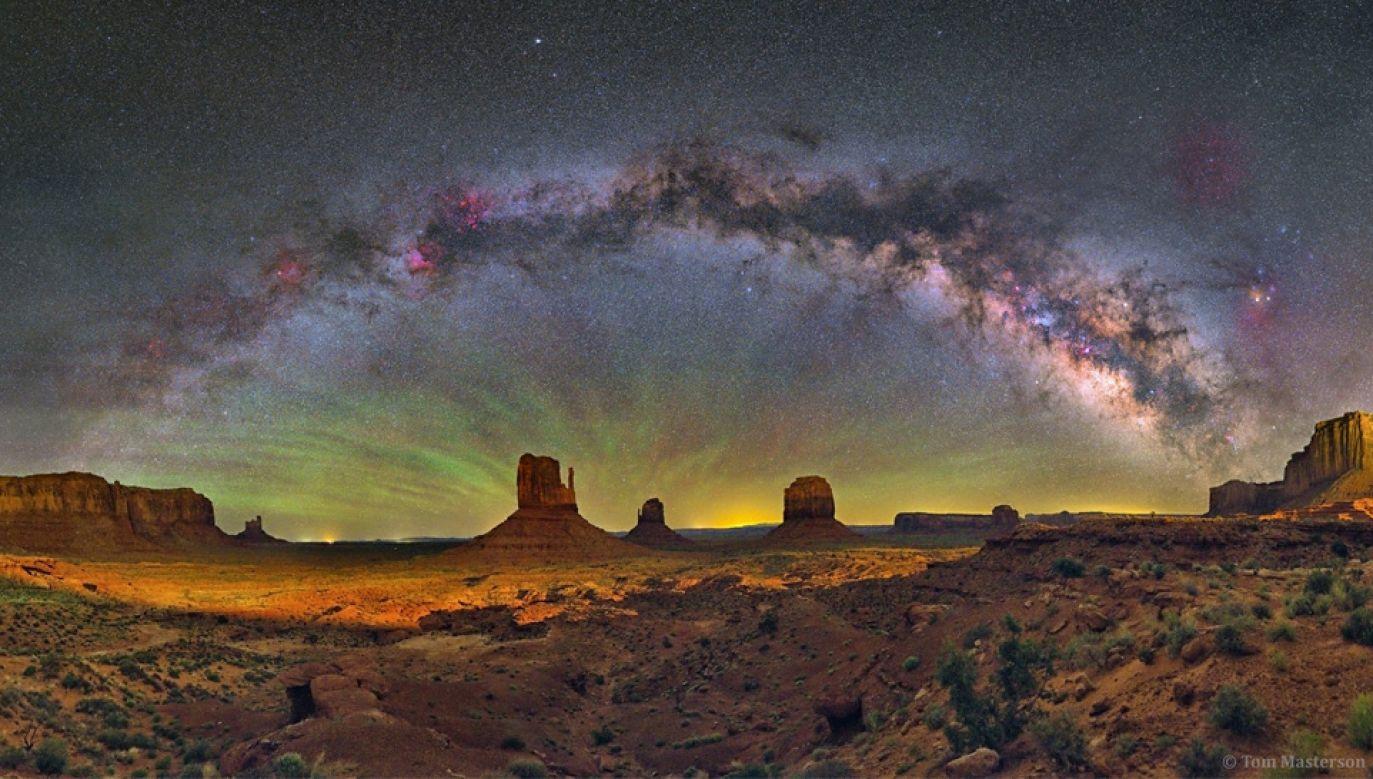 O masie Drogi Mlecznej w znacznej mierze decyduje ciemna materia (fot. NASA)