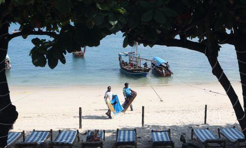 Turyści po przybyciu na Zanzibar nie muszą odbywać kwarantanny. Fot. Danil Shamkin/NurPhoto via Getty Images