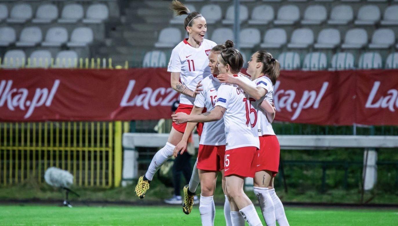 Na boiska będą mogły wrócić m.in. piłkarki nożne (fot. Mikolaj Barbanell/SOPA Images/LightRocket via Getty Images)