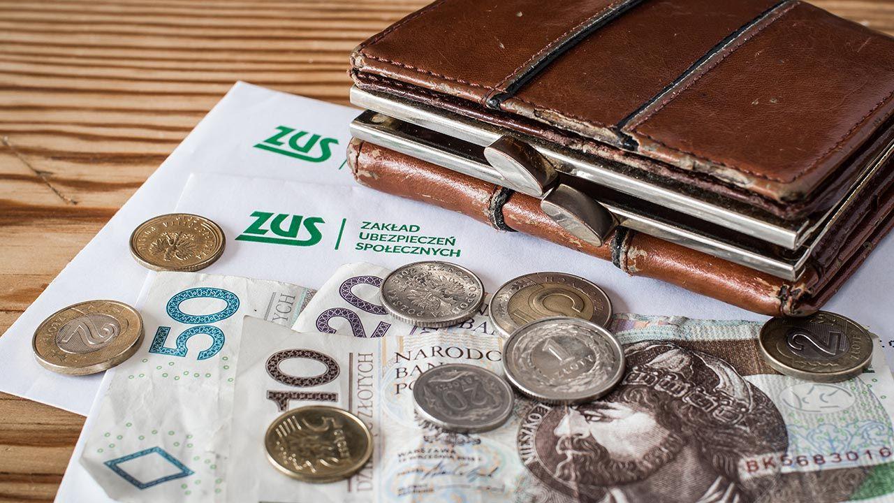 Do 2025 r. deficyt w Funduszu Ubezpieczeń Społecznych ma nieco wzrosnąć (fot. Shutterstock/Evan Lorne)