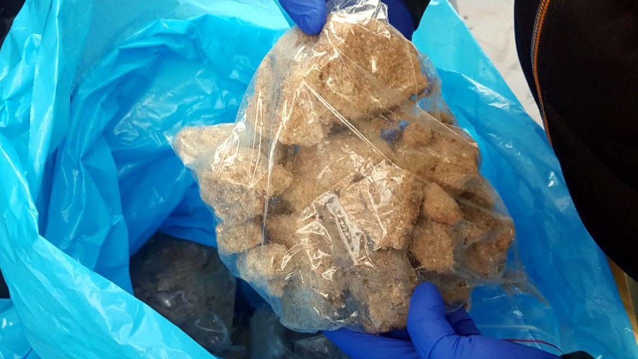 Policja przejęła m.in. 17 kg klefedronu oraz ponad 600 tys. zł w gotówce (fot. policja,waw.pl)