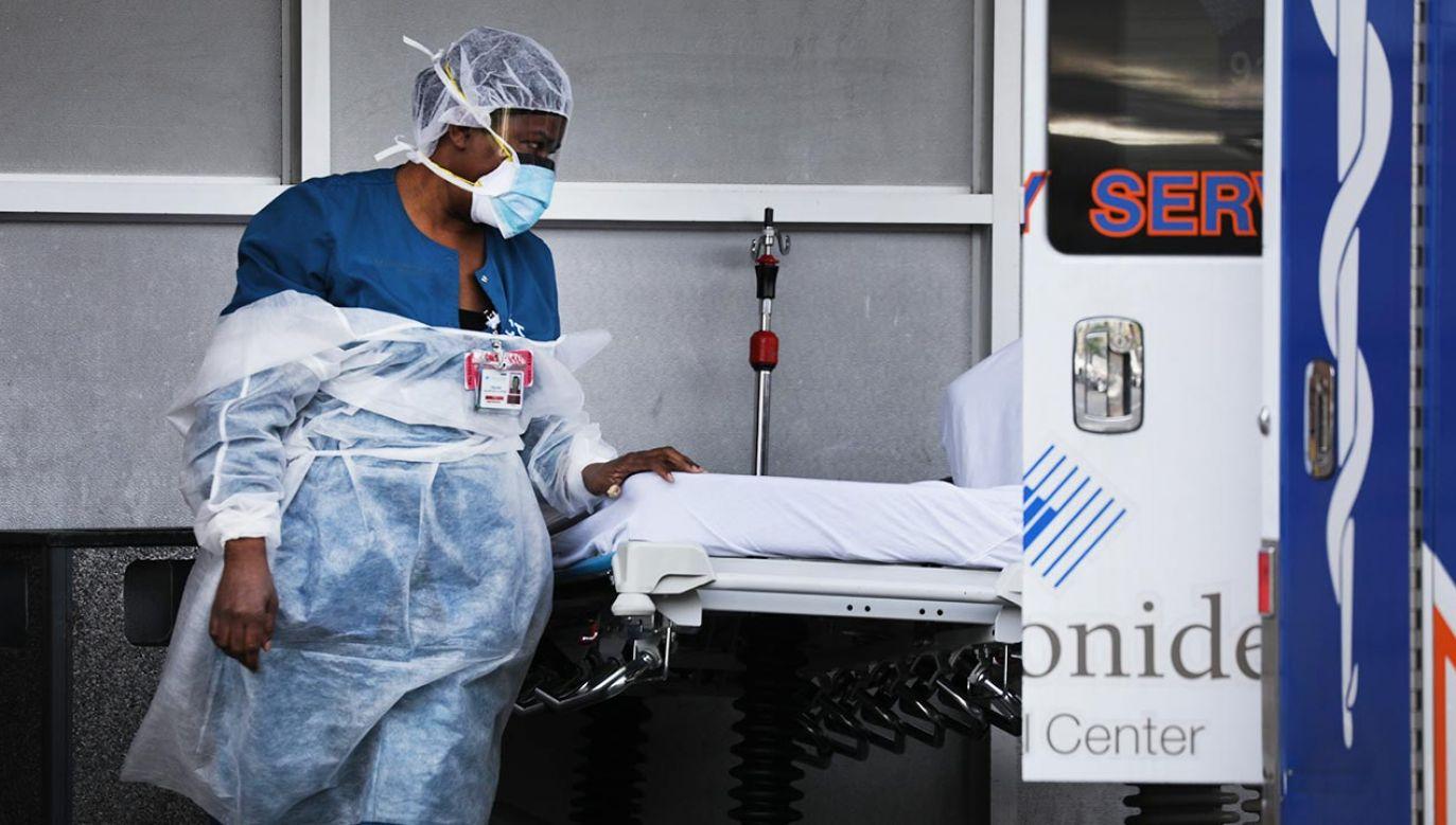 Liczba ofiar śmiertelnych przekroczyła w tym kraju 100 tys. (fot. Spencer Platt/Getty Images)